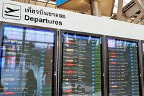 Departure board at airport von Sami Sarkis Photography