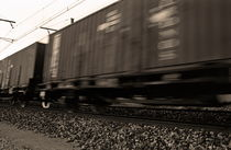 Merchandise train on railways (Blurred motion) von Sami Sarkis Photography