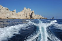 Boat wake by Riou Island von Sami Sarkis Photography