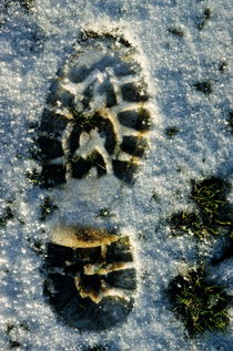 Footprint in snow von Sami Sarkis Photography