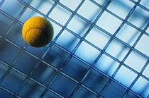 Tennis ball on TV screen displaying racket's wire mesh von Sami Sarkis Photography
