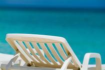 Rf-absence-beach-deck-chair-sea-vacations-cub1094