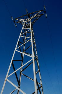 Electricity pylon in the countryside von Sami Sarkis Photography