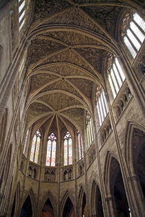 Vaulted ceilings and stained glass windows of Saint Andre Cathedral von Sami Sarkis Photography