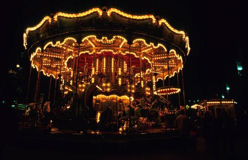 Rf-carousel-empty-fun-illuminated-marseille-var076