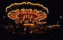 Old-fashioned carousel light up at night von Sami Sarkis Photography