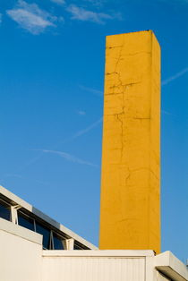 Tall brick chimney painted yellow. von Sami Sarkis Photography