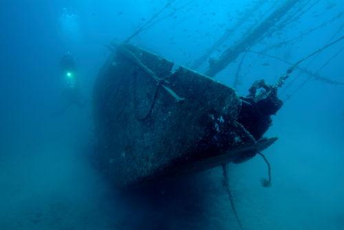 Rf-diver-le-voilier-shipwreck-underwater-uw614