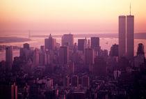 Foggy cityscape at sunset von Sami Sarkis Photography