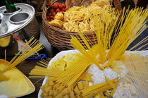 Italian pastas at restaurant window display von Sami Sarkis Photography