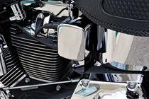 Chromed motorbike engine von Sami Sarkis Photography