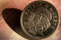 Cuban Coin with Che Guevara image von Sami Sarkis Photography