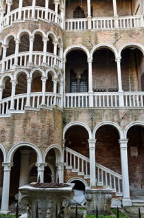 Staircase at Palazzo Contarini del Bovolo von Sami Sarkis Photography