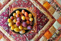 Variety of plums in bowl on colorful tablecloth von Sami Sarkis Photography