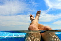 Man's legs out of a swimming pool von Sami Sarkis Photography