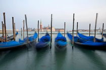 San Giorgio Maggiore church and moored gondolas von Sami Sarkis Photography