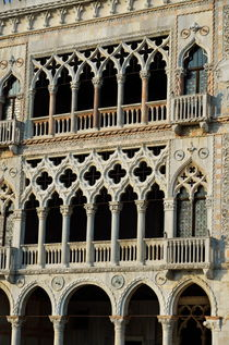 Doges' Palace facade with colonnade von Sami Sarkis Photography