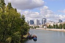 La Defense Financial District and  Seine river von Sami Sarkis Photography