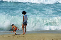 Mother and son playing on beach von Sami Sarkis Photography
