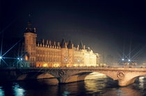 La Conciergerie and the Pont Neuf bridge over the Seine river
