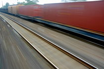 Blurry carriages of a freight train travelling at high speed von Sami Sarkis Photography