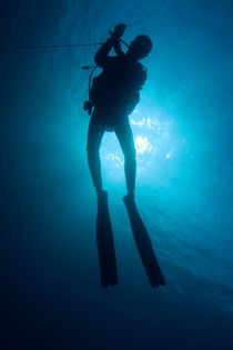 One scuba diver underwater near the Baa Atoll von Sami Sarkis Photography
