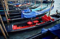 Rm-absence-canal-gondolas-venice-it120