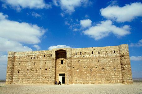 Rf-castle-qasr-el-karaneh-stonewalls-cor102