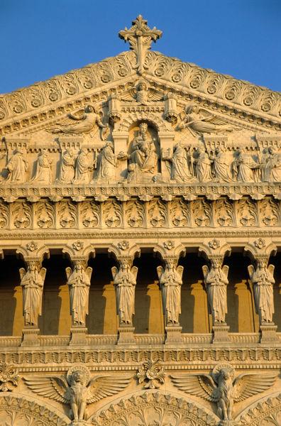 Rm-basilica-facade-fourviere-ornate-statues-fra75