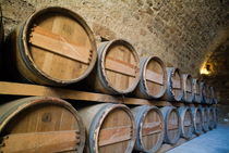 Rows of wooden barrels in the cellar of a castle von Sami Sarkis Photography