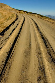 Rf-alpujarra-dirt-road-mountain-tussock-winding-adl0767