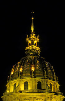 Les Invalides lit up at night von Sami Sarkis Photography