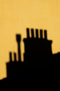 Chimneys silhouetted against the evening sky von Sami Sarkis Photography