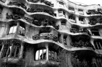 View of the exterior of La Pedrera building by Gaudi von Sami Sarkis Photography