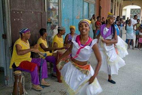 Rm-busking-dancing-havana-musicians-sidewalk-cub0272