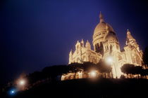 Sacre Coeur lit up at night with flood lights von Sami Sarkis Photography