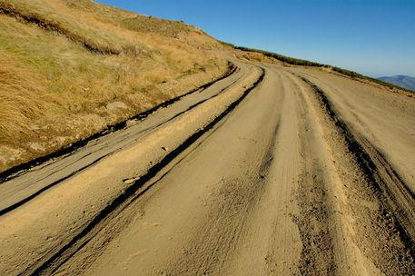 Rf-alpujarra-dirt-road-mountain-tussock-winding-adl0768