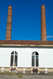 Factory with chimneys in Aquitaine von Sami Sarkis Photography