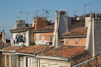 Traditional red roofs in the La Plaine district of Marseille von Sami Sarkis Photography