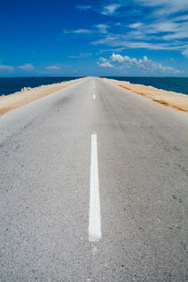 Rm-cayo-santa-maria-road-road-marking-sea-cub1067