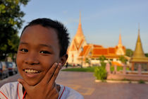 Smiling boy portrait by the Royal Palace von Sami Sarkis Photography
