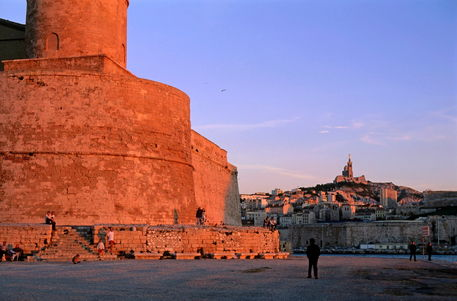 Rf-castle-fort-saint-jean-marseille-tourists-arc044