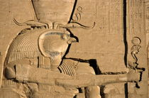The ancient Egyptian god Horus sculpted on the wall of the First Pylon at the Temple of Edfu von Sami Sarkis Photography