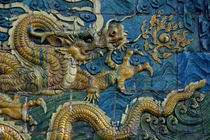 Ornate and decorative dragon on the Nine Dragon Screen in Datong von Sami Sarkis Photography