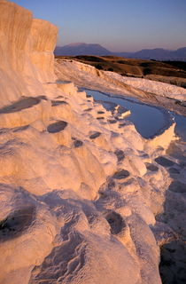 Sunset over the famous 'cotton castle' pools of Pamukkale von Sami Sarkis Photography