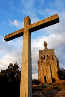 Stone crucifix outside a church in Clansayes Village at dusk von Sami Sarkis Photography
