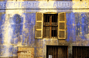 Rf-building-facade-marseille-run-down-shutters-mle025