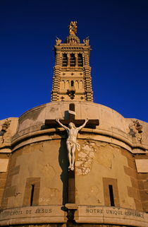 Christ on the cross outside the Nortre Dame De La Garde at sunset von Sami Sarkis Photography