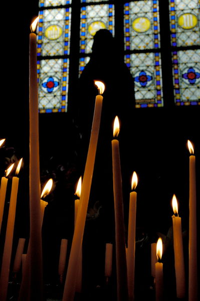 Rf-basilica-candles-dinan-stained-glass-window-brt0319