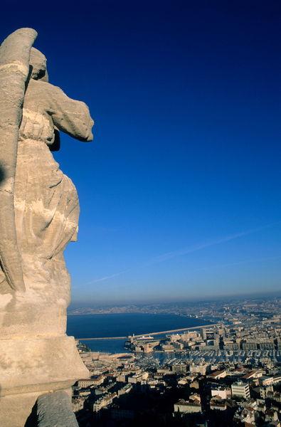 Rm-basilica-cityscape-marseille-sea-statue-mle059